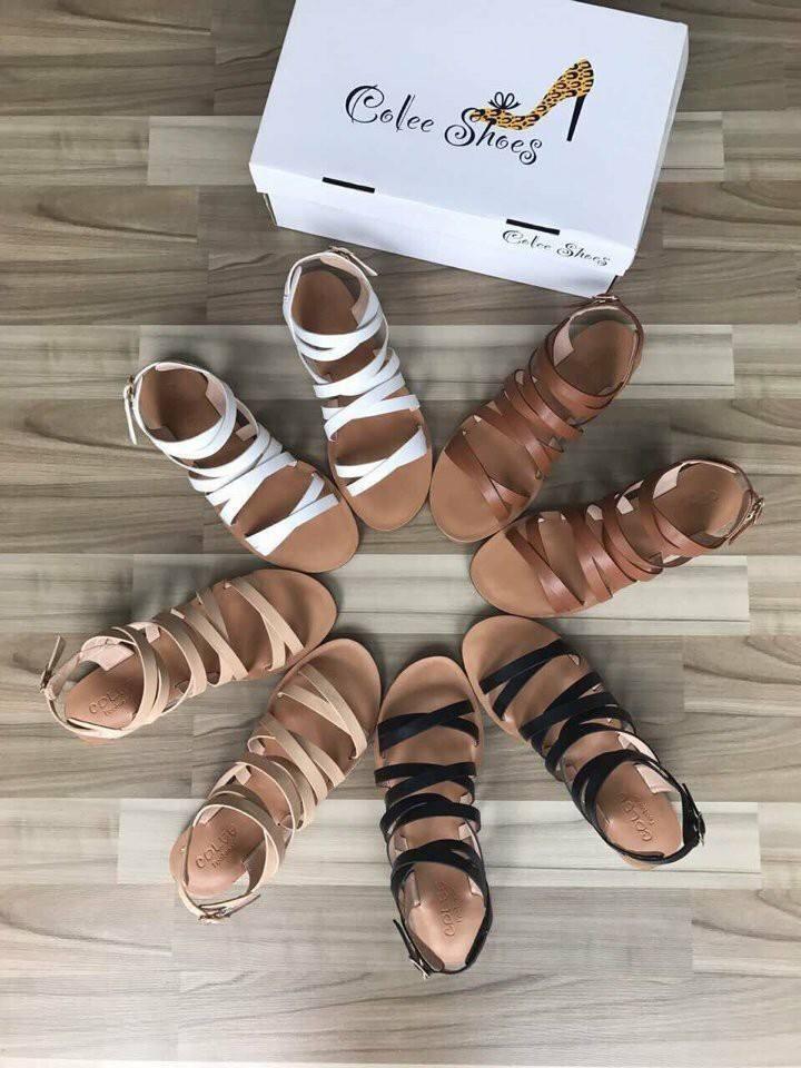 Đôi sandal đế bệt giá vô cùng rẻ.