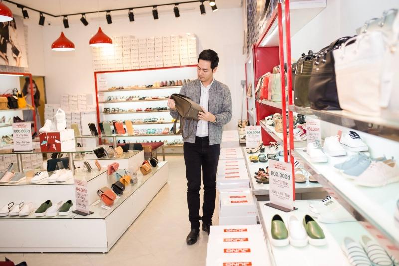 Bên trong Shop giày Juno vô cùng đa dạng mẫu mã.