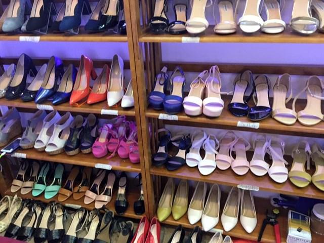 10 nguồn lấy hàng bán sỉ giày dép nữ