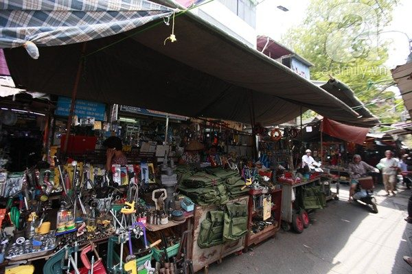 Chợ Kava là chợ chuyên bán buôn phụ kiện điện thoại lớn nhất tại TP Hồ Chí Minh